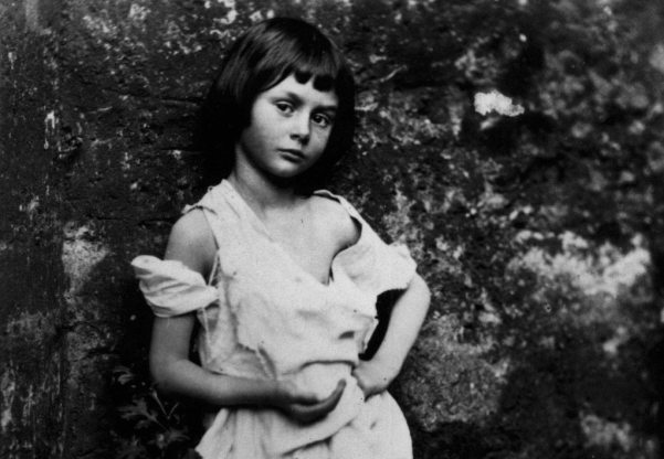 alice_liddel_-_beggar_girl1