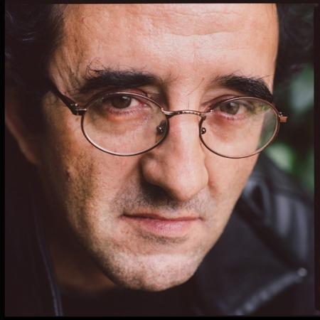 Roberto Bolaño retratado en París en 2002